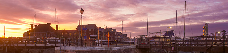 Evening in the harbor of the city of Exeter